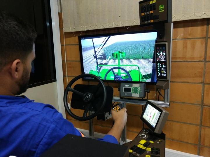 Em período de entressafra, Bunge Açúcar & Bioenergia aposta na capacitação de operadores com simuladores de colheita de cana