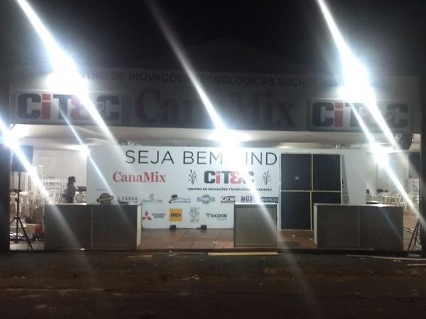 Ontem à noite, o CITEC, todo iluminado, recebeu os últimos ajustes. Foto: Arquivo TeC / CanaMix