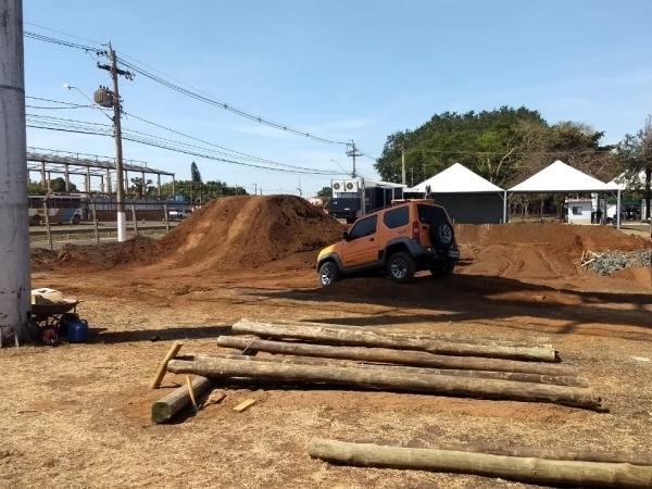 Preparação da pista de test drive, onde visitantes poderão experimentar o Jimny. Foto: Arquivo TeC / CanaMIx