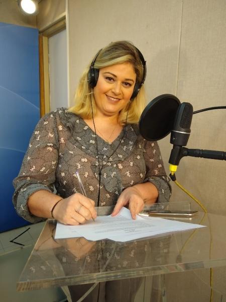Angela Ruiz, produtora e apresentadora do AgroTalk, da rádio Climatempo Divulgação CNMA e YAMI