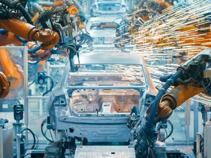 Produção e exportações no primeiro quadrimestre crescem num ritmo superior ao das vendas internas