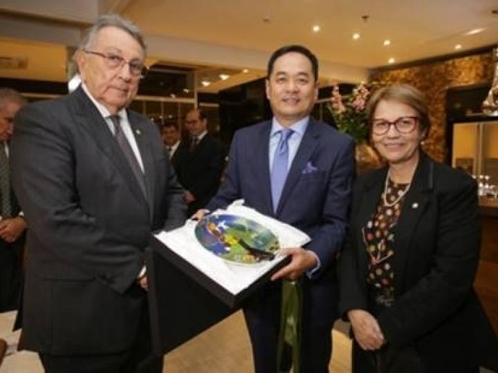 Presidente da CNA e embaixador da China debatem cooperação e oportunidades de negócio para os produtos do agro
