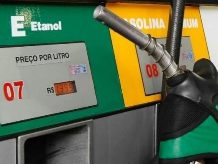 Bolsonaro usa teses do próprio setor de etanol para a venda direta