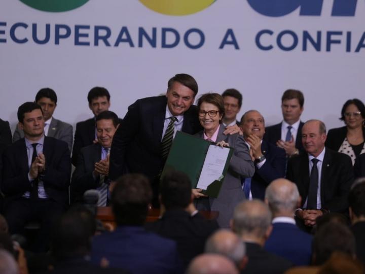 Presidente assina decreto que simplifica plantio de cana-de-açúcar