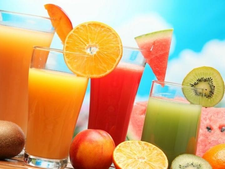 Sucos naturais são ótimas opções para o verão