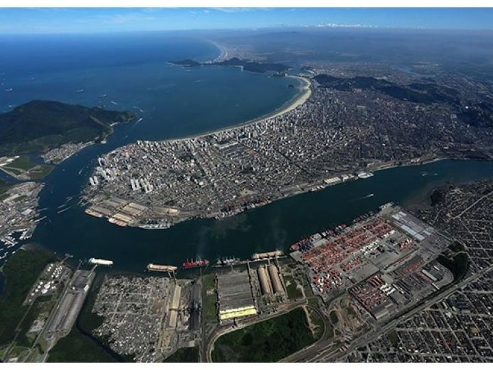 Caminhoneiros fazem paralisação no Porto de Santos
