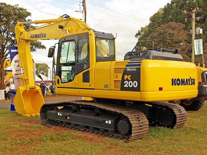 Komatsu lança nova escavadeira hidráulica da classe de 20 toneladas