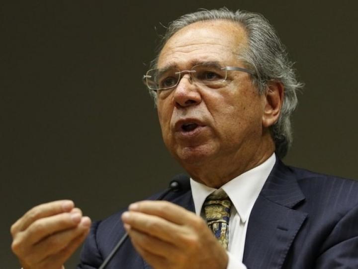 Não vão faltar recursos para a saúde nem para a economia, diz Paulo Guedes