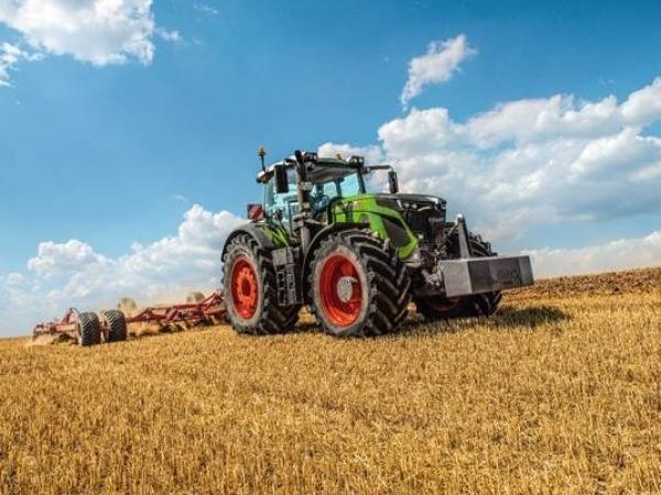 """Modelo Fendt 942 Vario foi reconhecido como """"Trator do Ano 2020"""" na Agritechnica, maior feira de máquinas da Europa. Foto: Divulgação Fendt"""