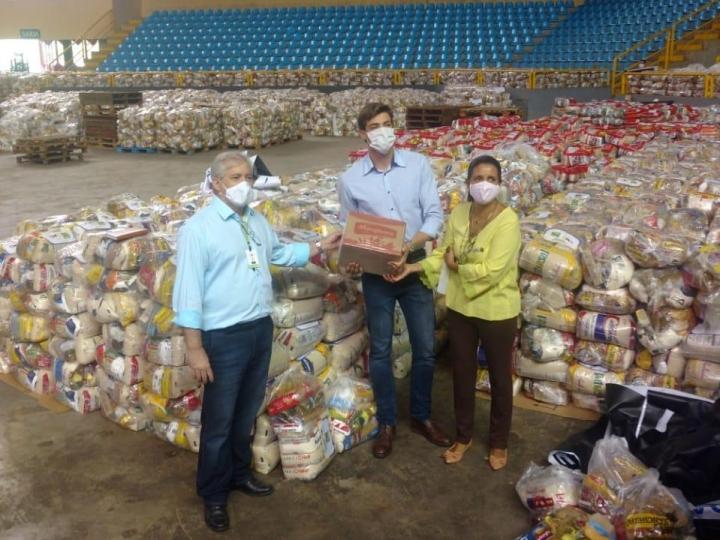 Indústria de laticínios doa 20 mil litros de leite para OVG