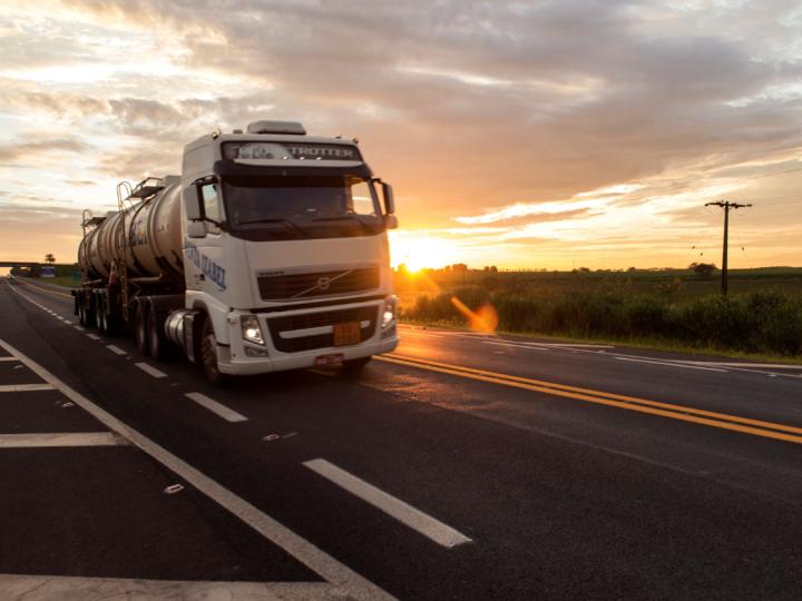 Tecnologia permite alertar motoristas do setor de agronegócios sobre sono e demais perigos nas vias