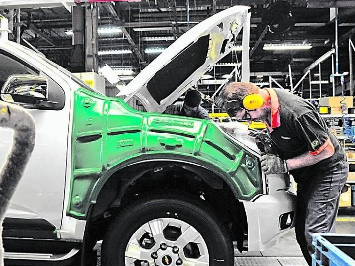 Indústria automobilística tem leve recuperação