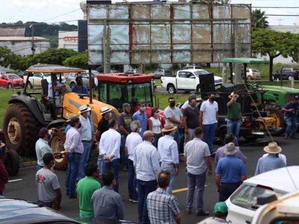 Mais de 100 veículos participaram do