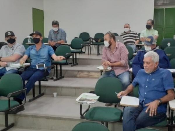 Os presidentes das usinas Coaf (Timbaúba/PE), Pindorama (Coruripe/AL), CooafSul (Ribeirão/PE) e Copervales (Atalaia/AL) avançaram em mais uma etapa decisiva para a consolidação da 1° central sucroenergética cooperativada do Nordeste do Brasil. Foto: Divul