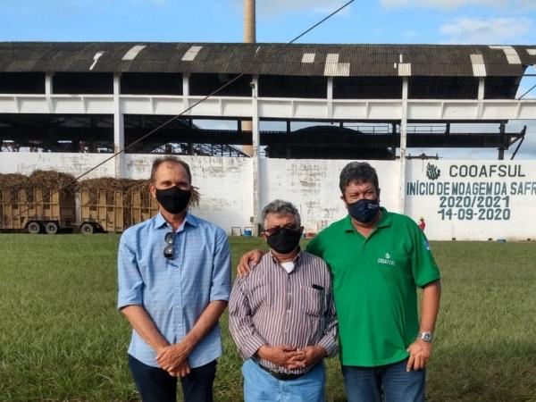 Alexandre Andrade Lima (pres da AFCP e da usina Coaf), Ancelmo Malaquia (pres da OCB/PE) e Cacá (pres. usina CooafSul). A OCB é apoiadora direta da Coaf e da CooafSul. Foto: Divulgação