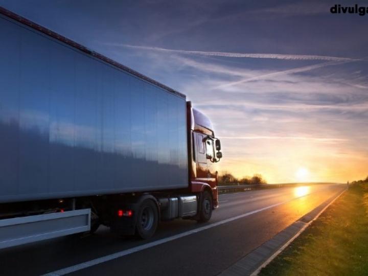 Governo atua para evitar greve de caminhoneiros após fim do imposto zero no diesel