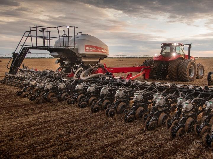 Case IH amplia portfólio de soluções para grãos com novas opções de plantadeira dobrável e pulverizador