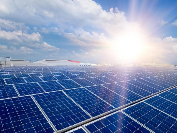 Consumidores brasileiros ganham 16 usinas de energia solar para programa de assinatura