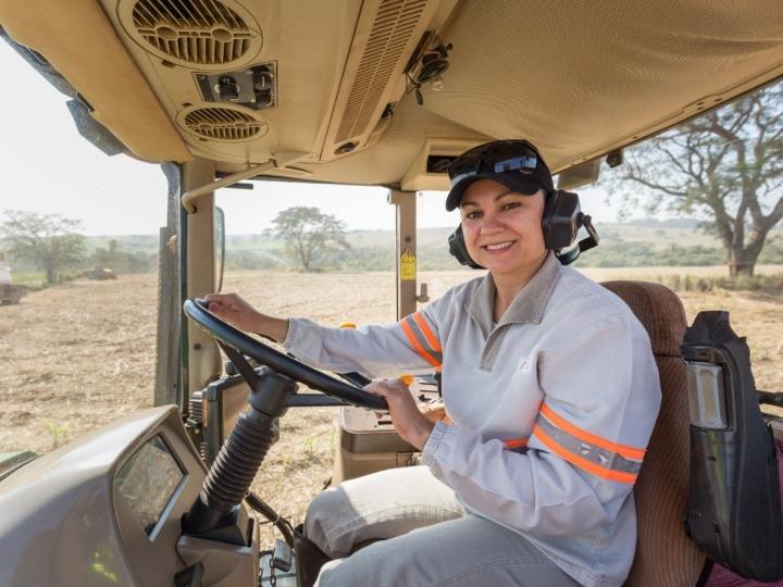 Tereos oferece curso de operação de máquinas agrícolas voltado exclusivamente para mulheres em Tanabi