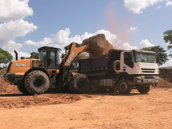 Máquinas CASE operam na infraestrutura do Projeto PIPA, maior concessão rodoviária do Brasil