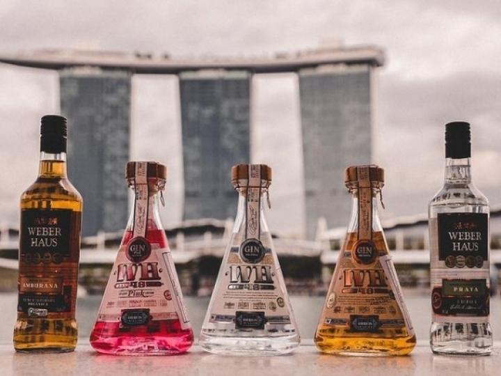 Para manter faturamento, cachaçarias miram em outros países e adaptam suas bebidas para atraírem consumidores estrangeiros